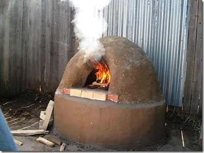 How to Build an Outdoor Mud Oven for Use Now and When the SHTF | via www.backdoorsurvival.com