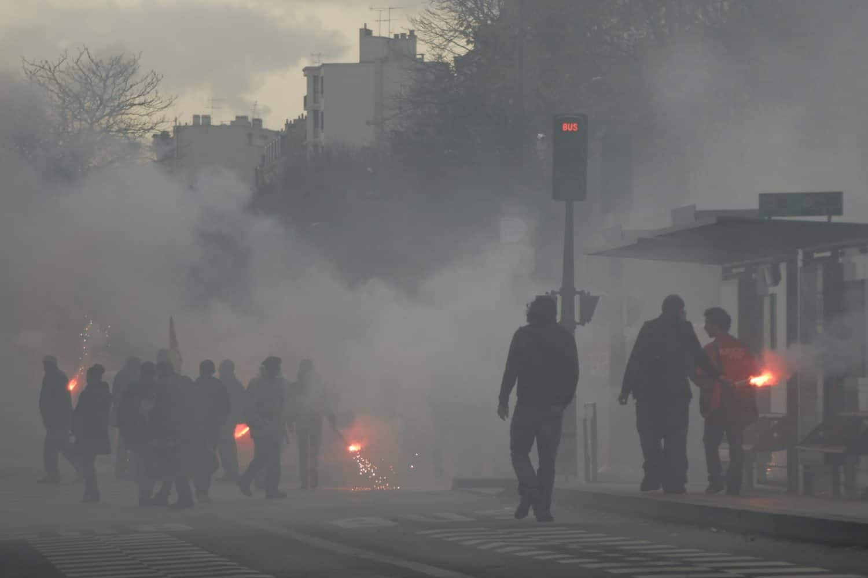 riot smoke looter