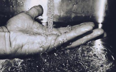 man hand water flowing