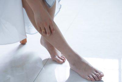feet legs woman